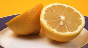 Clean microwave with lemon